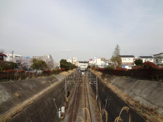 陸橋より線路を見下ろす